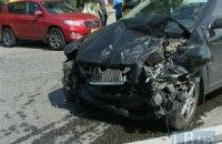 У Києві на вулиці Кіквідзе Skoda лоб у лоб протаранила позашляховик Toyota