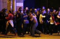 В интернете появилось видео бегства людей из парижского клуба, захваченного террористами