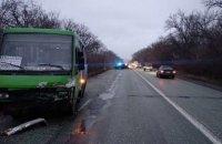 У Дніпропетровській області в ДТП з автобусом і легковиком загинули дві людини і постраждала дитина