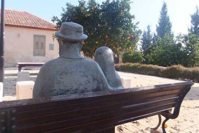 Памятник супругам Лерер
