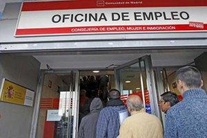 Безробіття в Іспанії вперше за 2 роки опустилося нижче 25%