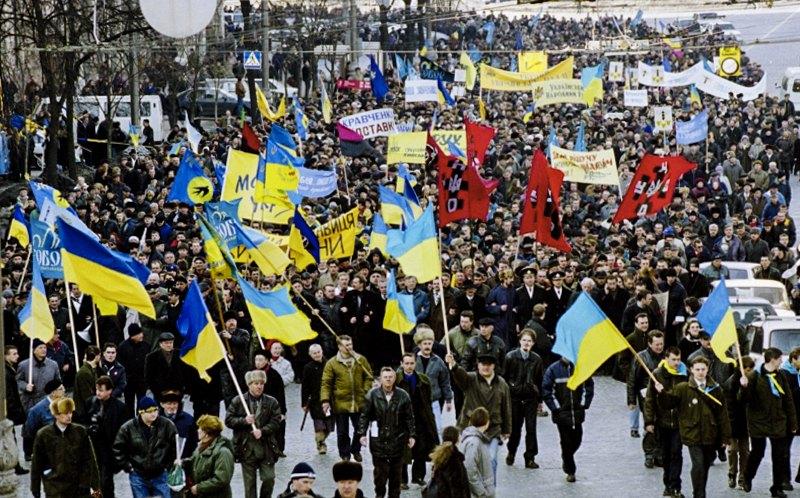 Марш 'Україна без Кучми' у центрі Києва, 6 лютого 2001 року.