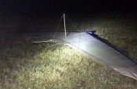 Черновицким пограничникам прокололи шины за задержание нарушителя на дельтаплане