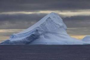 Судно з українсько-російським екіпажем обігнуло Північний полюс