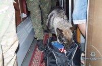 У Рубіжному чоловік викинув з потяга сумку з гранатами