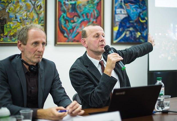 Аксель Клаусмайєр (справа) та Йорг Скрібеляйт під час лекції в Києві