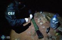 Схрон з вибухівкою та зброєю знайшли на Рівненщині