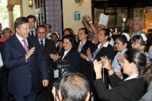 Янукович пообещал дать денег на программу оздоровления детей на Кубе