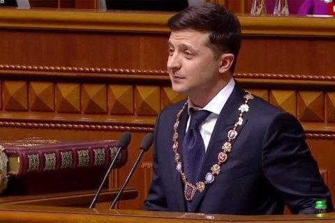 Зеленський закликав чиновників не вішати його портрет у кабінетах