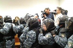 Милиция получила приказ не пускать депутатов в суд по делу Щербаня