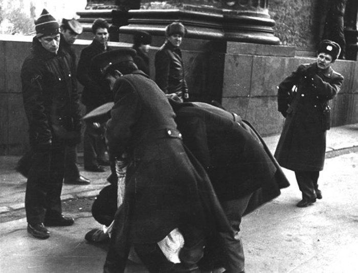 КГБ-шники пресекали любые антисоветские мероприятия.