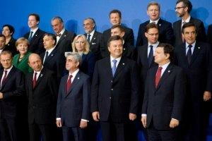 В адрес Януковича поступают поздравления по случаю Дня Независимости