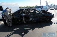 Міліціонер на BMW влаштував масштабну аварію на Московському мосту в Києві
