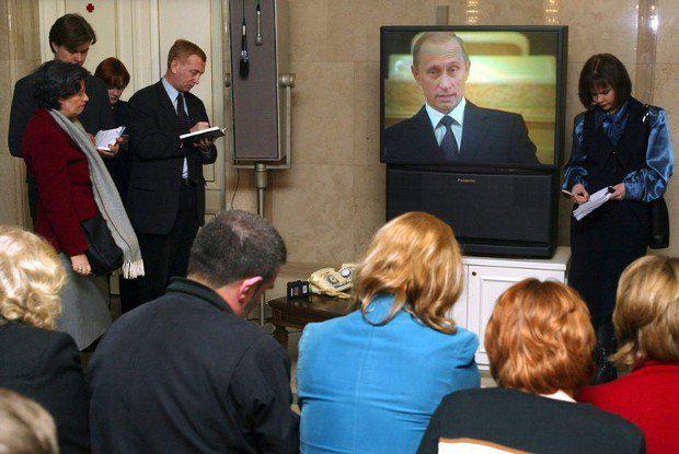 Однажды российской власти надоело читать о себе глупости и захотелось приятной жизни