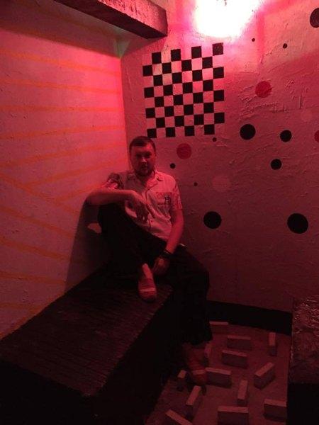 Критик Константин Дорошенко в камере пыток La Cheka