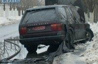 На Осокорках у Києві згорів двоповерховий будинок і Range Rover