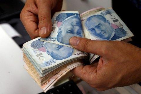 У Стамбулі невідомий Робін Гуд оплатив рахунки бідняків і підкинув їм конверти з грішми