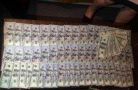 Начальника Госгеокадастра Луганской области задержали при получении взятки