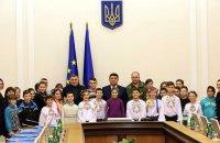 По приглашению Авакова в Киев на экскурсию приехали 27 сирот из Мариуполя