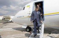 Янукович взял с собой в Китай 100 человек
