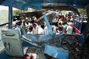 В Індії автобус із паломниками зірвався в ущелину