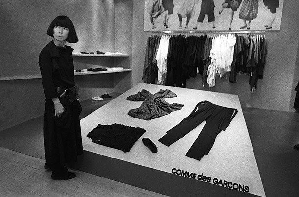 Рэй Кавакубо на открытии магазина Comme des Garçons, 1983