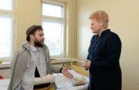 На лікування в Литву доправили першого постраждалого активіста з України
