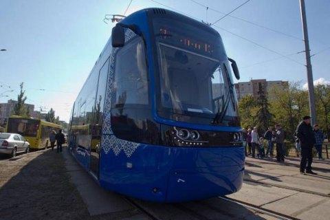 """""""Київпастранс"""" відмовився від дешевших трамваїв через довідки про несудимість"""