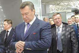 Янукович собирает совещание по НК в аэропорту