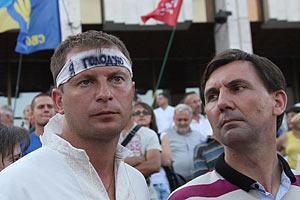 Біля Українського дому продовжують голодувати