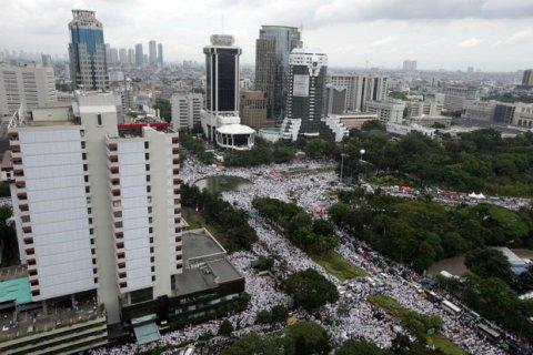 В Джакарте десятки тысяч мусульман потребовали отставки губернатора
