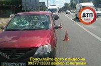 В Киеве кусок бетона, сброшенный с моста, оторвал руку пассажиру авто (обновлено)