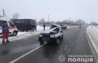 Двоє людей загинули через зіткнення автомобіля з маршруткою біля Харкова
