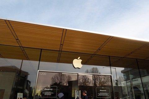 Apple звільнила понад 300 співробітників, найнятих для прослуховування Siri
