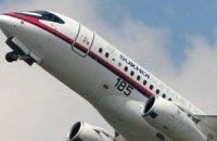 Россия в рамках авиасалона в Ле Бурже продала 12 самолетов SuperJet 100