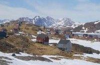 От гренландского ледника откололся массивный айсберг