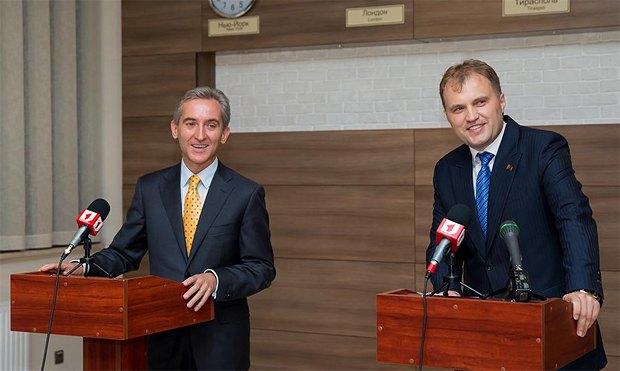 Прем`єр-міністр Молдови Юріє Лянке(ліворуч) та президент ПМР Євген Шевчук під час зустрічі в Тирасполі у вересні 2013-го