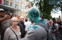 Прокуратура Києва оголосила в розшук чоловіка, який облив Шабуніна зеленкою