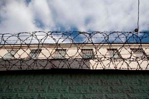 У Хмельницькій області втекли шестеро ув'язнених зі зброєю. Поранено двох конвоїрів