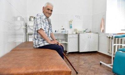 Лікарі без пацієнтів, пацієнти без лікарів. Як працює медицина в селах