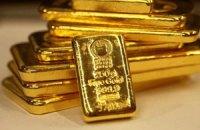 Золото за день подешевело на $100