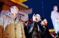 Лидеры оппозиции идут на Банковую к АП