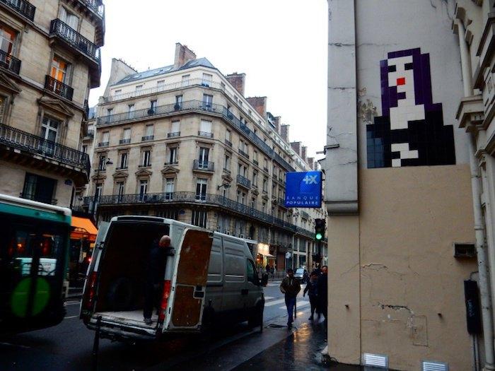 Украденная мозаика Космического Захватчика Low Res Mona Lisa, располагавшаяся неподалеку от Лувра