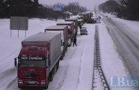 Рух вантажівок на Прикарпатті досі обмежено