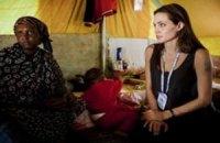 Анджелина Джоли посетила лагерь беженцев из Северной Африки