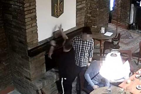 СБУ выдворила в Польшу студента тернопольского вуза, который сжег герб Украины в камине ресторана