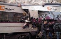 Майже 100 людей постраждали через лобове зіткнення двох поїздів біля Барселони