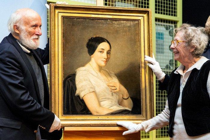 """Повернення картини """"Портрет молодої жінки, що сидить"""" Томаса Кутюра спадкоємцям колекціонера Жоржа Манделя, вбитого нацистами в 1944 році. Берлін, виставка колекції Гурлітта"""