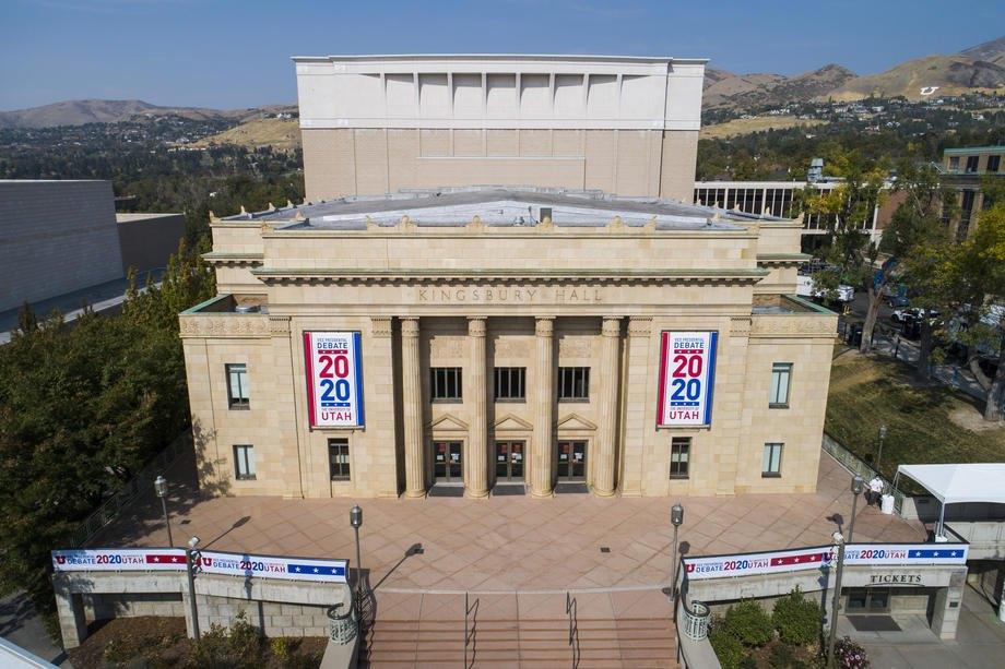 Здание Университета Кингсбери-холл, где проходили дебаты между вице-президентом США Майком Пенсом и сенатором Камалой Харрис в Солт-Лейк-Сити, штат Юта.
