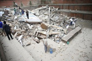 У Непалі з-під завалів витягли 101-річного чоловіка